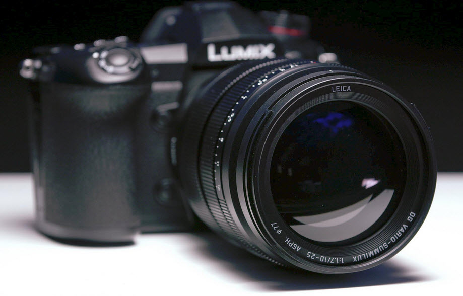 Leica DG Vario-Summilux 10-25mm F-1.7 mounted on camera angle view